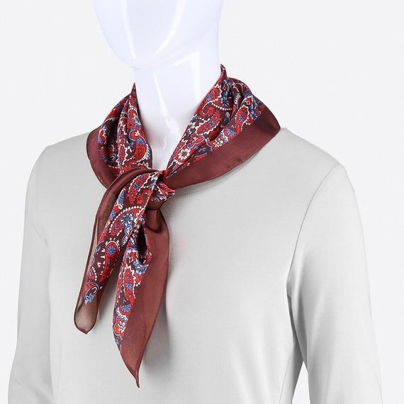 レッドのスカーフ
