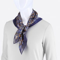 ブルーベースに似合うスカーフ